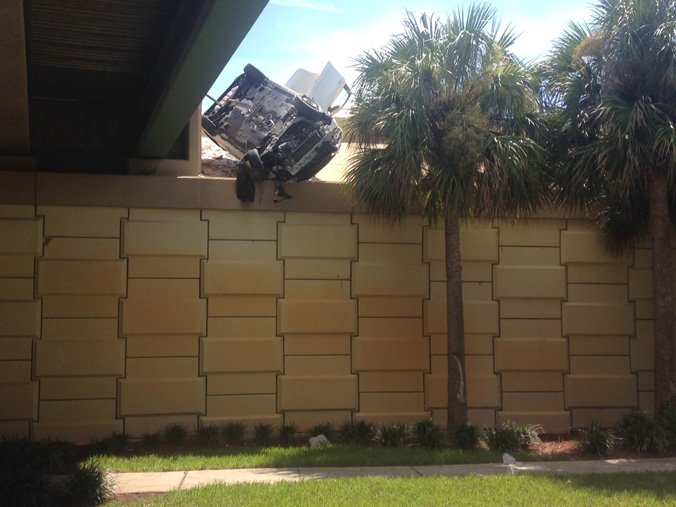 Woman, 6-year-old boy, escape this crash in Orlando with only minor injuries