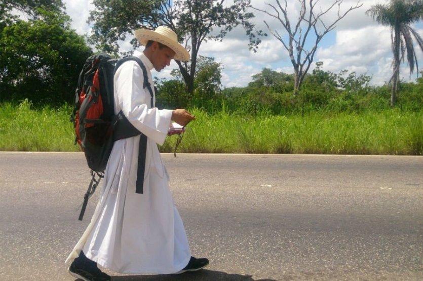 Santa María Ipire : Sacerdote peregrino llega Santa María Ipire lesión  pierna | El Pitazo | Scoopnest