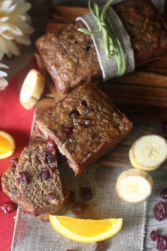 Fall is almost here! Bake this Cranberry Orange Banana Bread! It\'s the best!