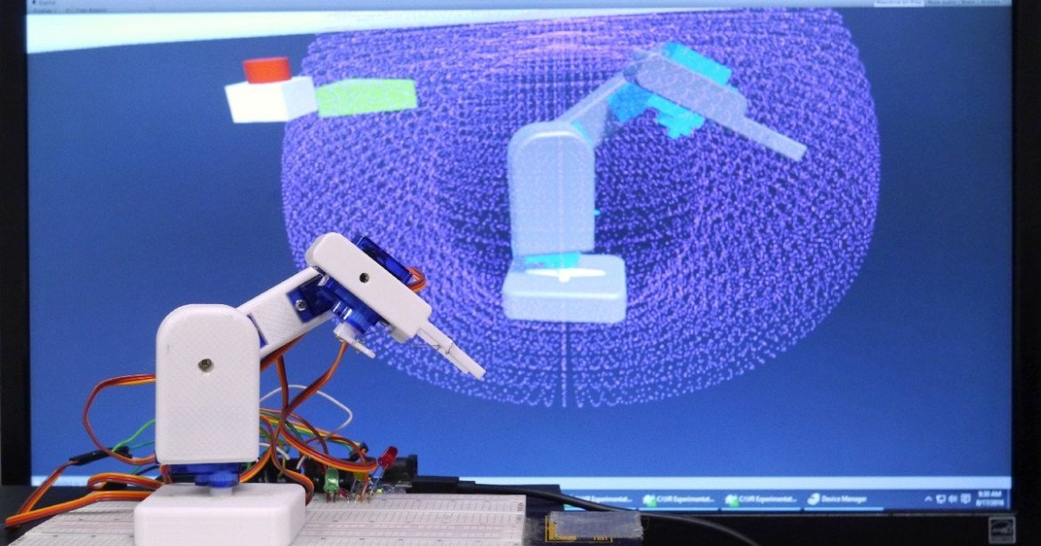 #3D-printed robot arm is controlled using virtual reality