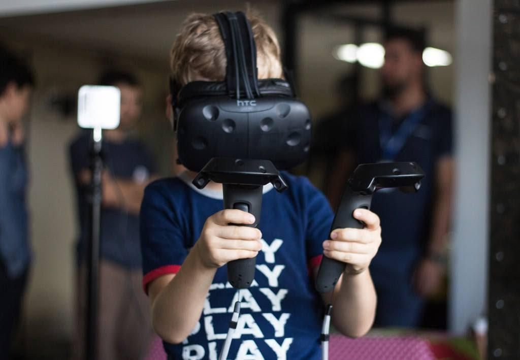 Room scale #VR untethered & unleashed? @QuarkVR & #Valve are working on a wireless #HTCVive:
