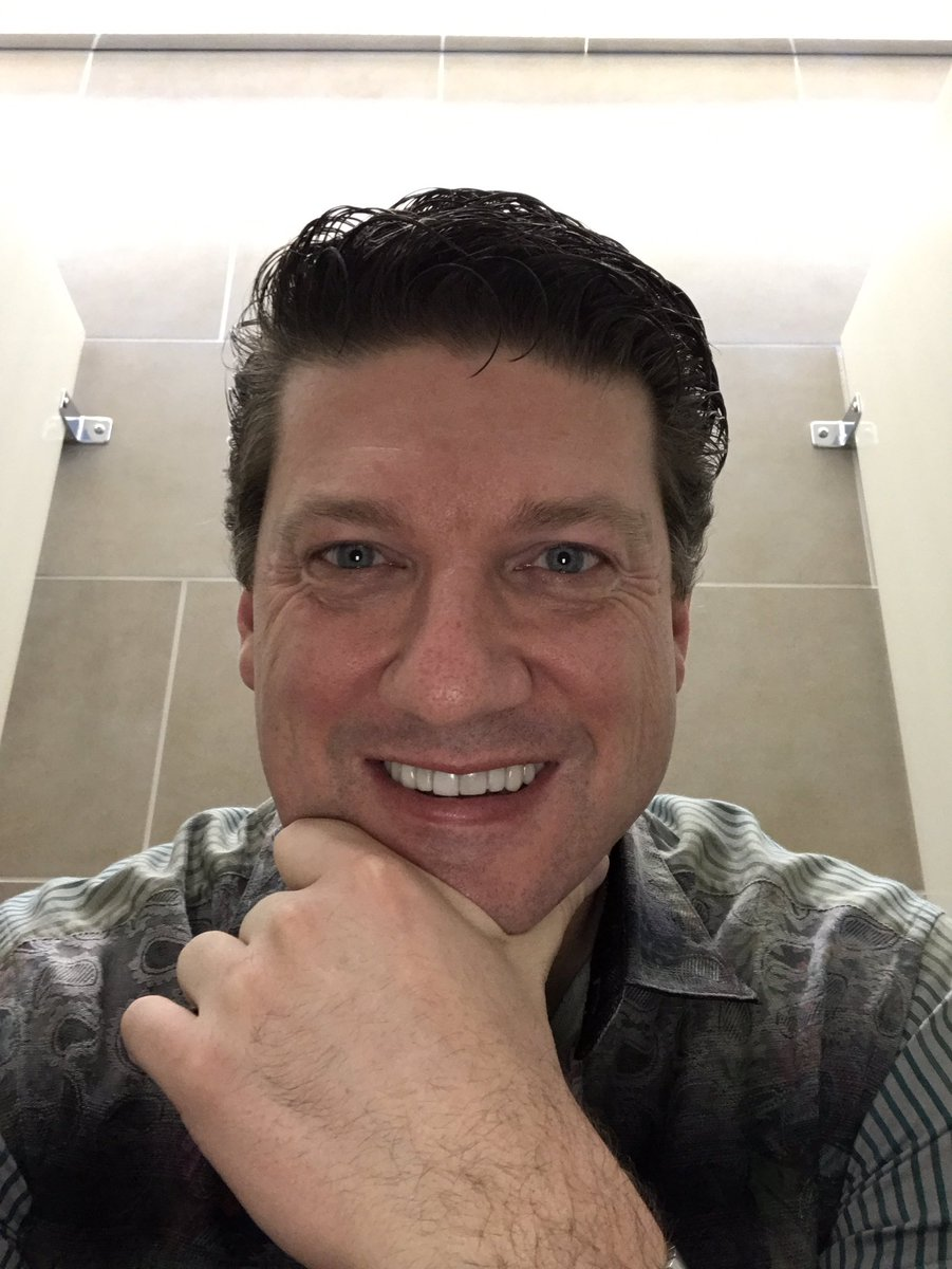 Randy Pitchford on Twitter Live from the third stall in