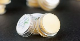 DIY Lavender Peppermint Lip Balm DIY crafts essentialoils