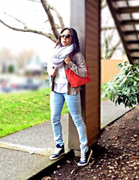 Navy Sneakers & A Red Bag ootd wiw blogger streetstyle casual chic LET'S CONNECT!