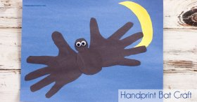 Halloween Craft! Handprint Bat crafts Halloween kids