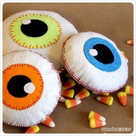 Fancy making an eyeball or two? Full tutorial here - tutorial craft felt halloween