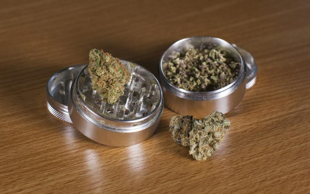 Cannabis 101: What is a grinder and how do you use it for #cannabis?