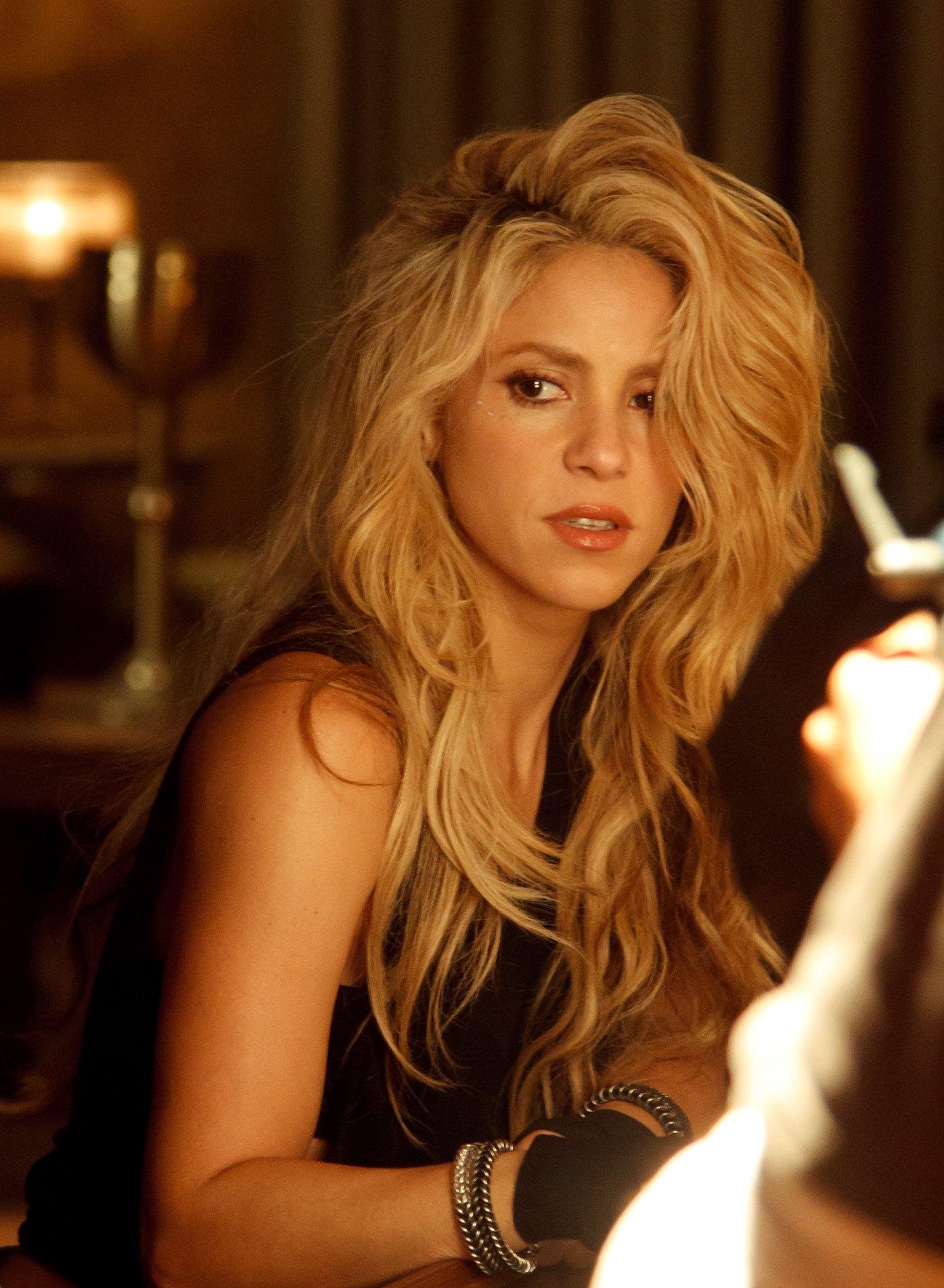 Shakira On Twitter Heres Shakira At The Bar On The