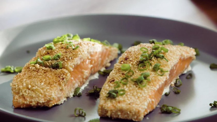 🎥  Learn the science of cooking perfectly juicy salmon