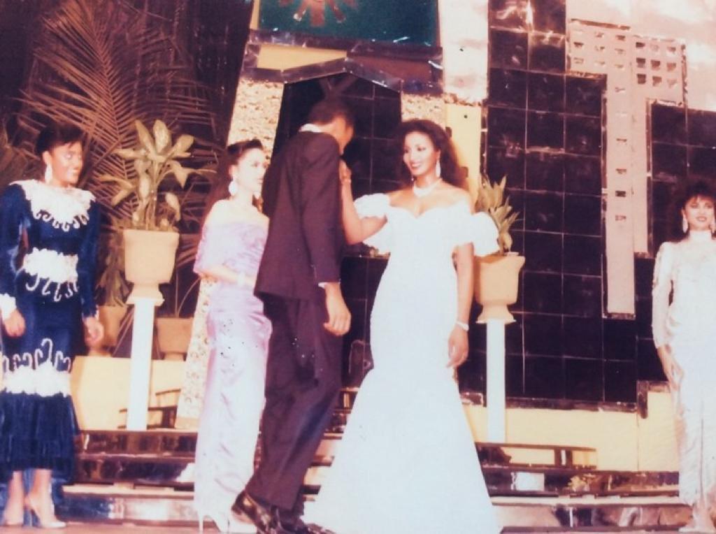 D1EJjsgWkAEc3HQ - Ben Bruce shares rare photo of himself k*ssing Bianca Ojukwu's hand
