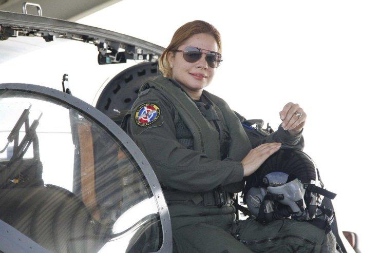 """FuerzaAéreaRD on Twitter: """"Quintana es la primera mujer piloto de combate  de la Fuerza Aérea de República Dominicana. El acto de reconocimiento se  llevó a cabo en el Salón Las Cariátides del"""