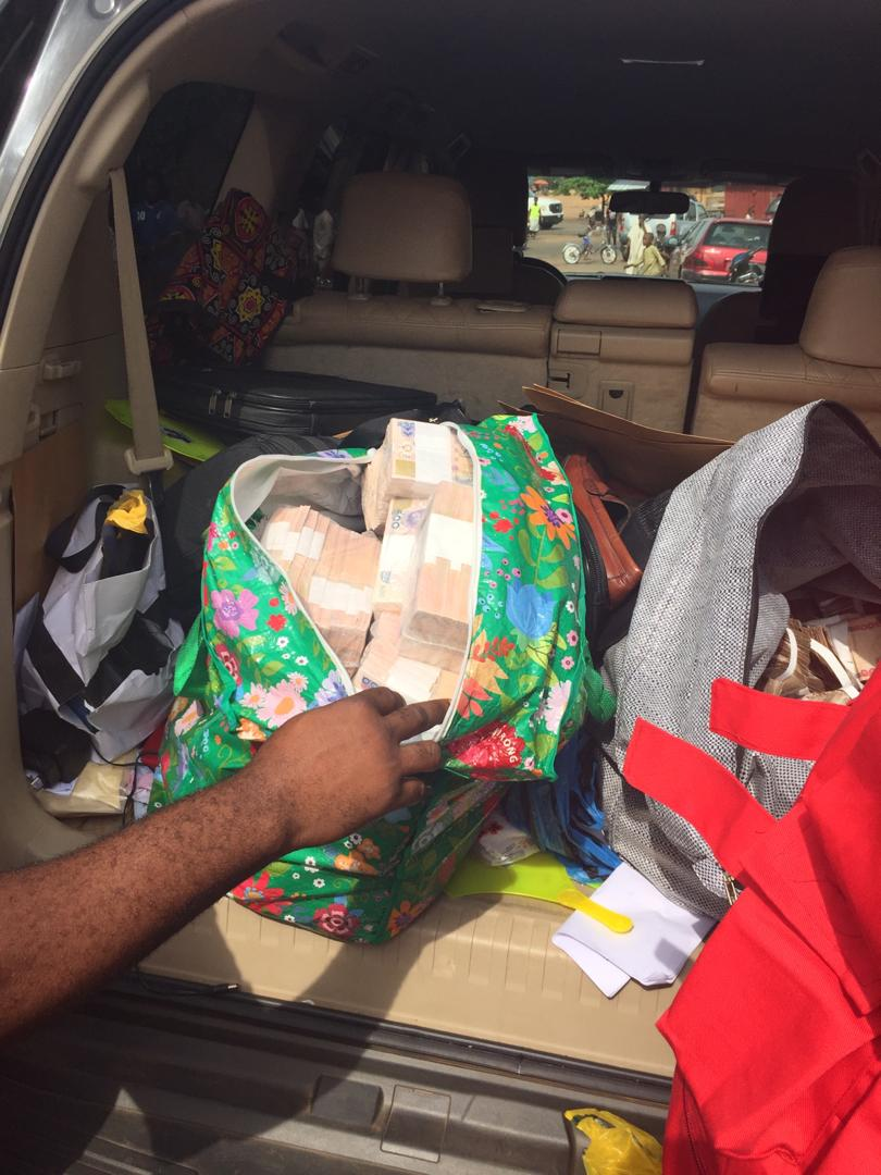 D1NRagIXcAM5gMl - VoteBuying: See The Huge Sum Of Money That Was Intercepted By EFCC (Photos)