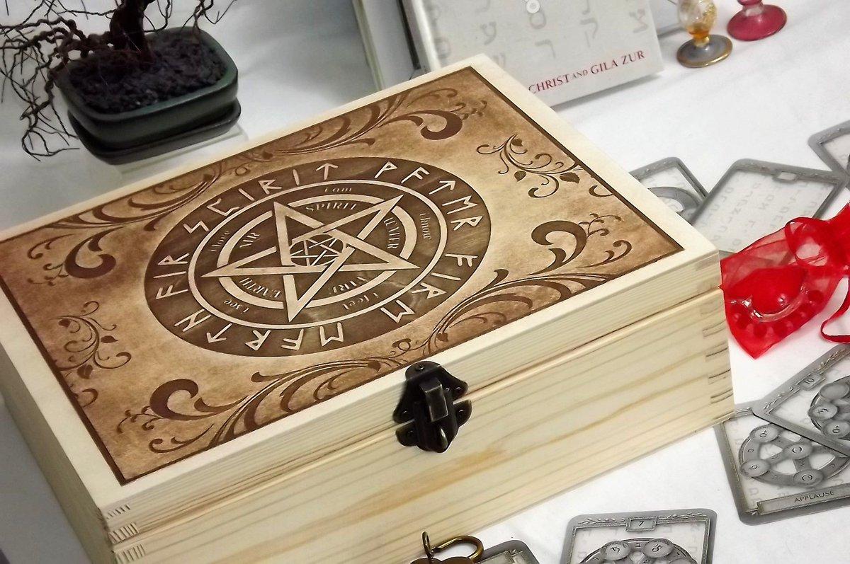 Free Uk Post Pentagram Lockable Box Engraved Pentagram Wooden