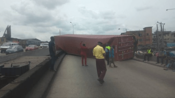 D5 I6YFWwAAZHOh - Just In: Another Container Falls On Ojuelegba Bridge(Photos)