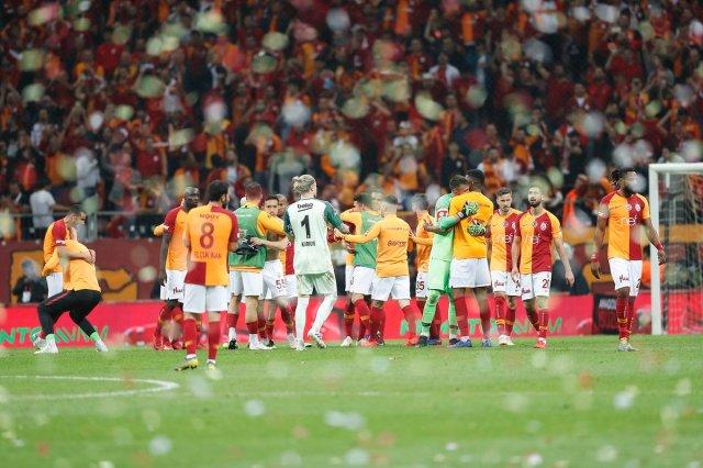 فغولي يقترب من الفوز بالدوري التركي بفوز جالطة سراي على بشكتاش 26