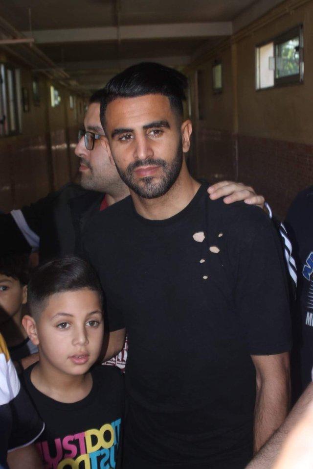 بالصور .. رياض محرز يزور الأطفال المرضى بالسرطان بالحاسي وهران 29