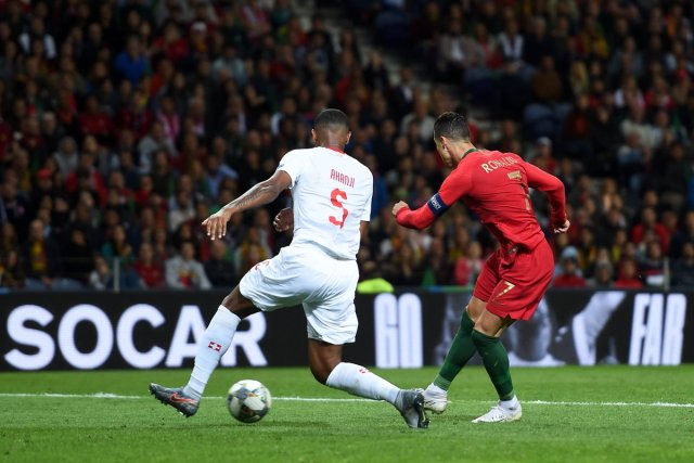 رونالدو يقود البرتغال إلى نهائي دوري الأمم بهاتريك في مرمى سويسرا 29