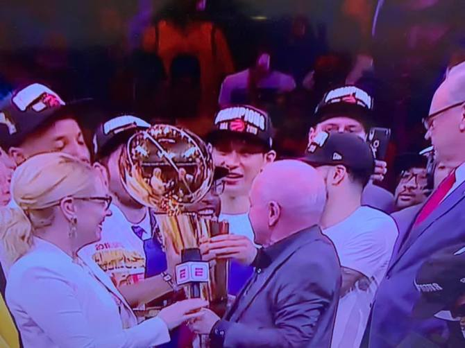 RT @penny10654 Congrats to @JLin7 on his first ring! 🏀 @Raptors  #WeTheNorth