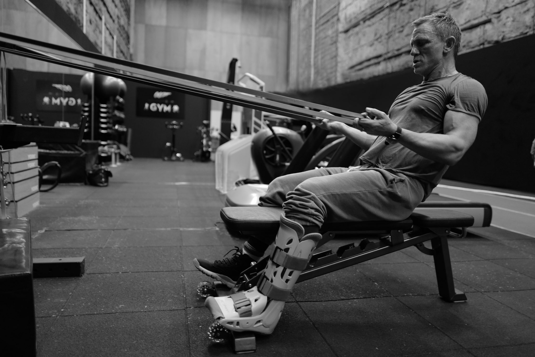 James Bond On Twitter 007 Daniel Craig Hitting The Gym Hard Pinewoodstudios Prepping For Shooting Next Week Bond25 Gregwinsight