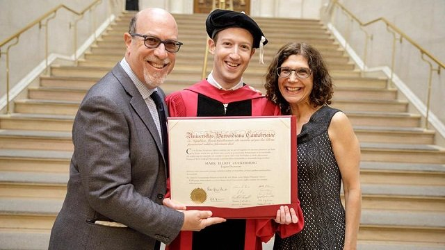 #Facebook CEO Mark Zuckerberg urges Harvard grads to build a world of 'purpose'  #dnaTech