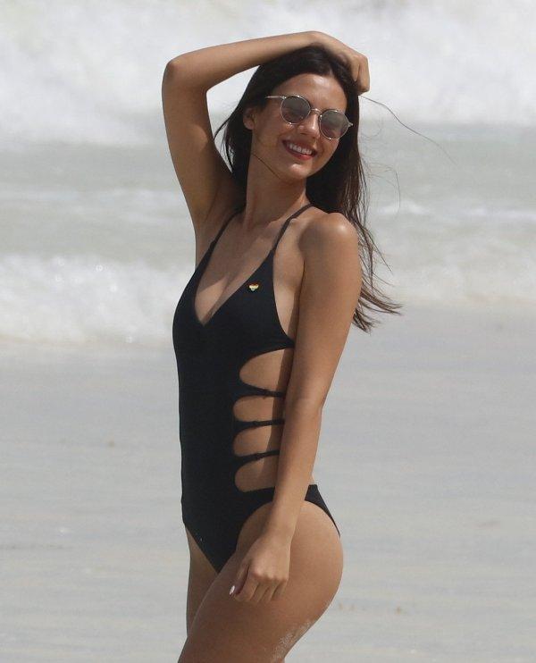 Monet Iphone Wallpaper Bikini Models Bikinispace Twitter