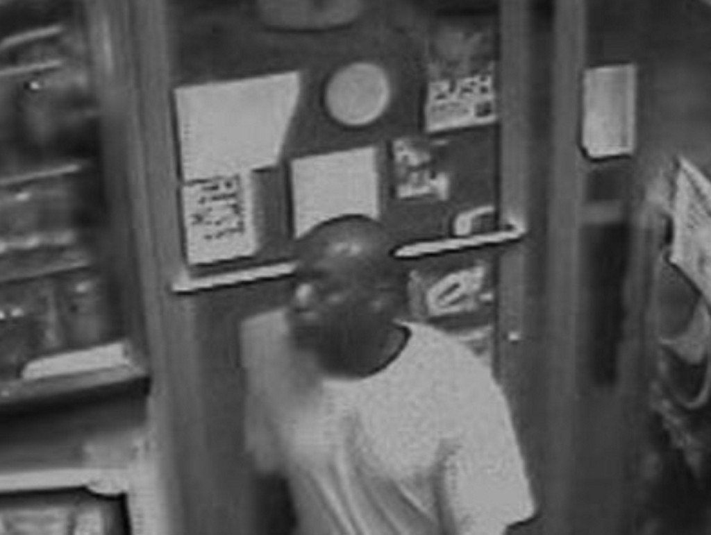 Deputies search for robber stabbed by clerk