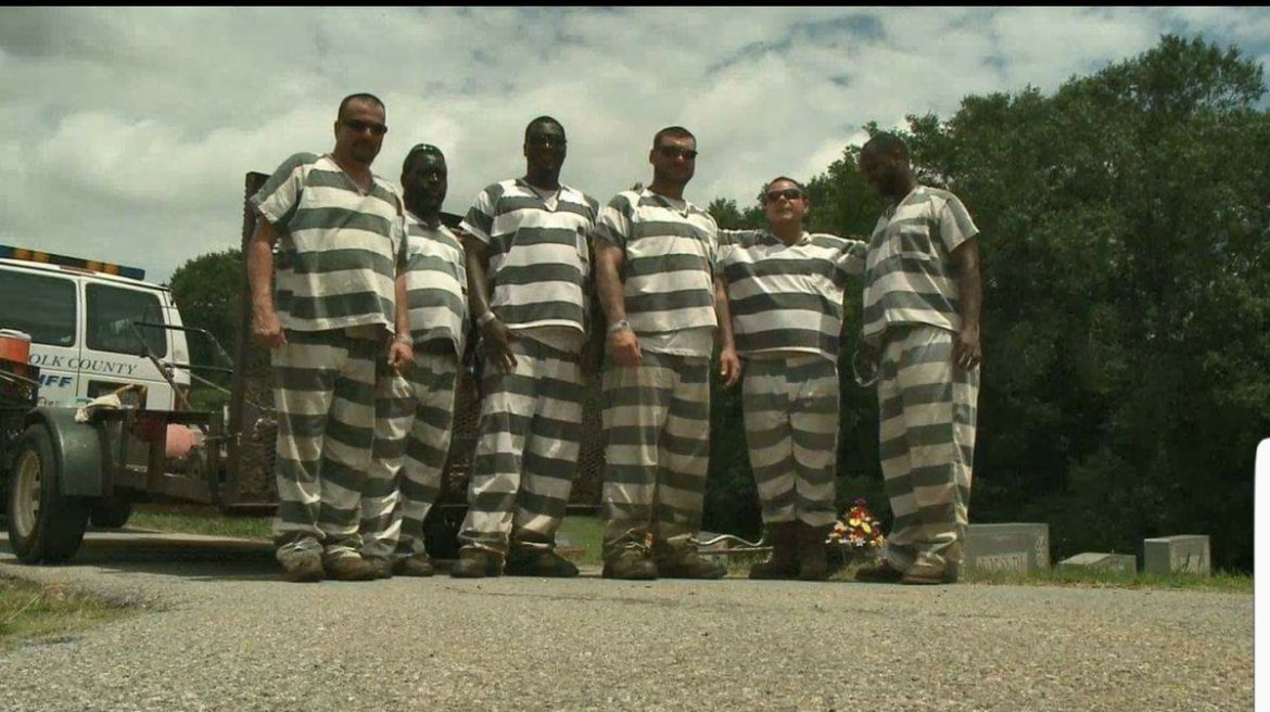Georgia inmates save guard's life when he collapses during work detail