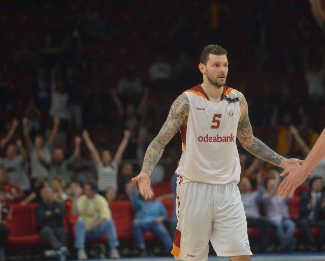 Micov con la maglia del Galatasaray