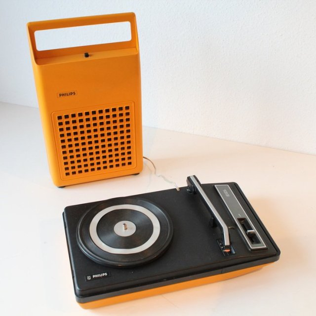 The @Philips 133 Portable Record Player, 1970s. #TurntableTuesday...