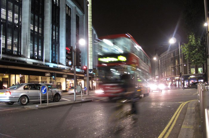 London connects 28,000 streetlights to #IoT. . . #cio #smartcity -