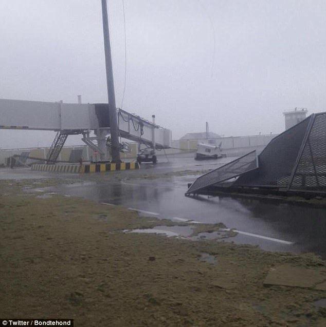 """Нищівний ураган """"Ірма"""" зруйнував один з найвідоміших у світі аеропортів: фото"""