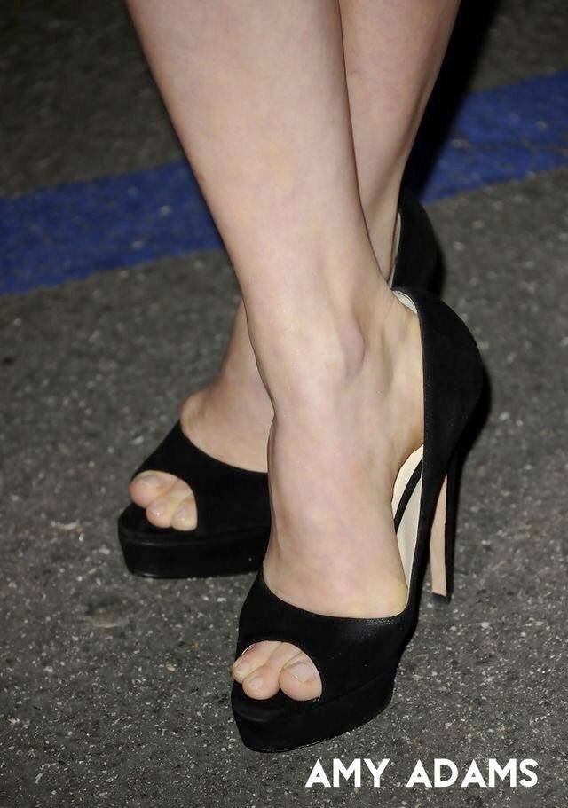 feet model on twitter