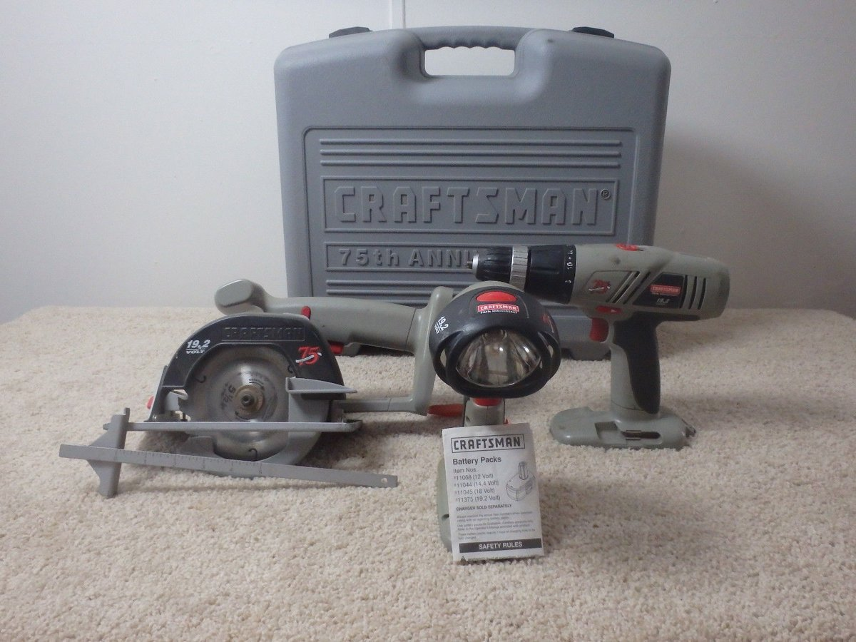 Craftsman Drill Saw And Light Set
