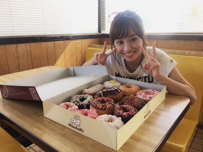 test ツイッターメディア - 大量ドーナッツヽ(。・ω・。)ノ🍩🍓 ダイエット中だからド甘いものがとても恋しい、、😭#1st写真集  https://t.co/9LFY61SzsJ https://t.co/vr1knfarjV