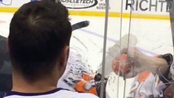 Flyers' Jakub Voracek Deals With Annoying Leafs Fan By Blasting Him In The Face With Water
