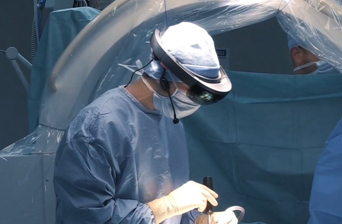 Another surgical training company adopts the Microsoft HoloLens (video) -