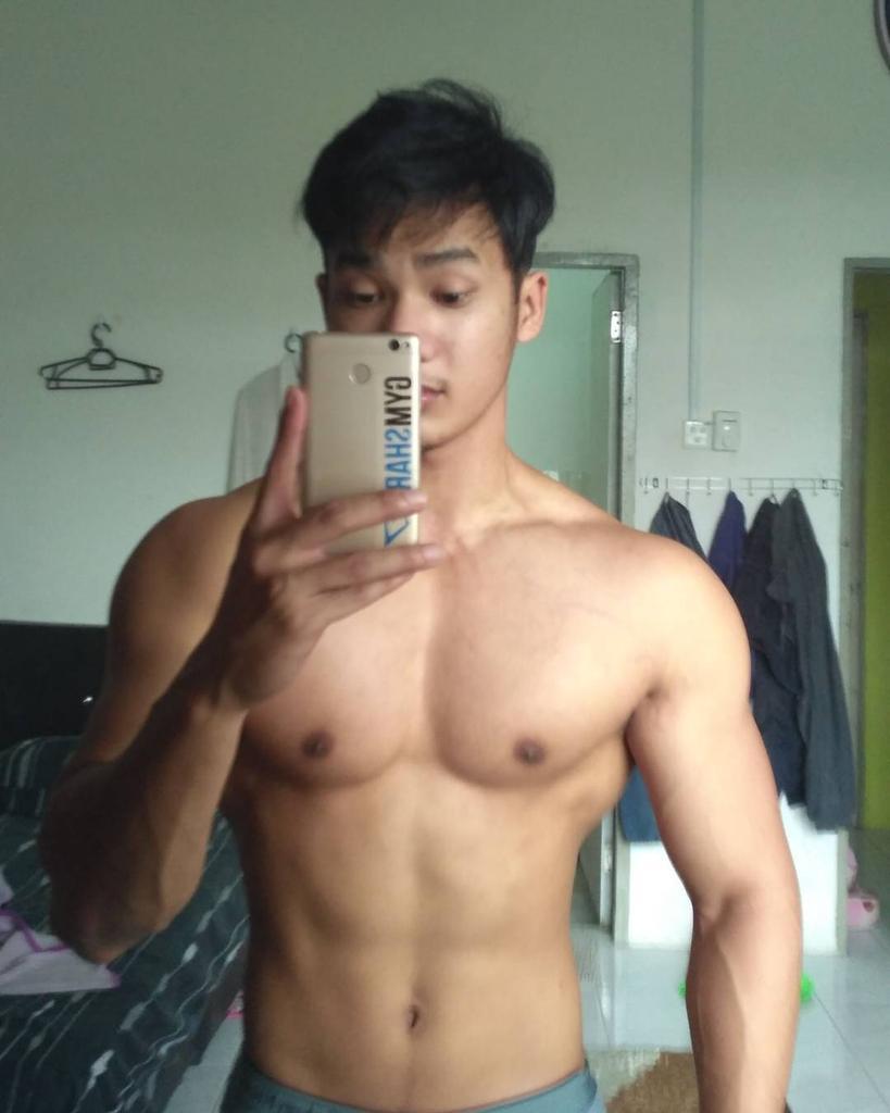 Shirtless Boy ID on Twitter Yang suka RT ya