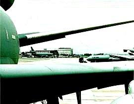 test ツイッターメディア - ココは米軍基地(※写真はアメリカ空軍横田飛行場/東京都福生市/瑞穂町)w~✈ https://t.co/uCwOHEk2yn