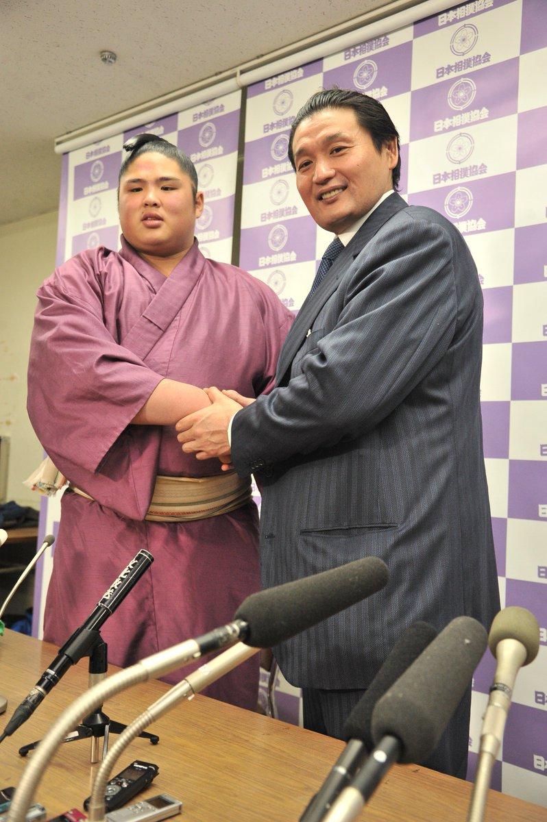 test ツイッターメディア - <新十両>新十両の貴公俊は、師匠の貴乃花親方とともに記者会見を行いました。#sumo https://t.co/HrD2NEKvpG