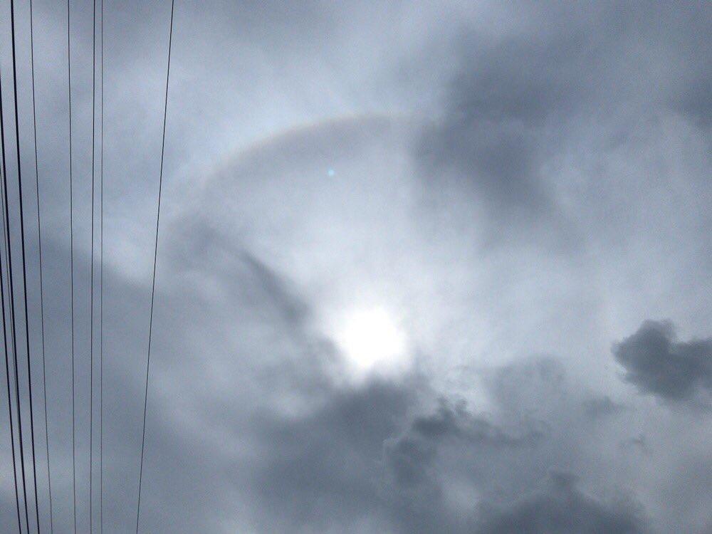 test ツイッターメディア - 昨日  太陽の周りに虹がかかってたよ  わかりづらいけど🎈🌈 https://t.co/jpBR8bPuhy