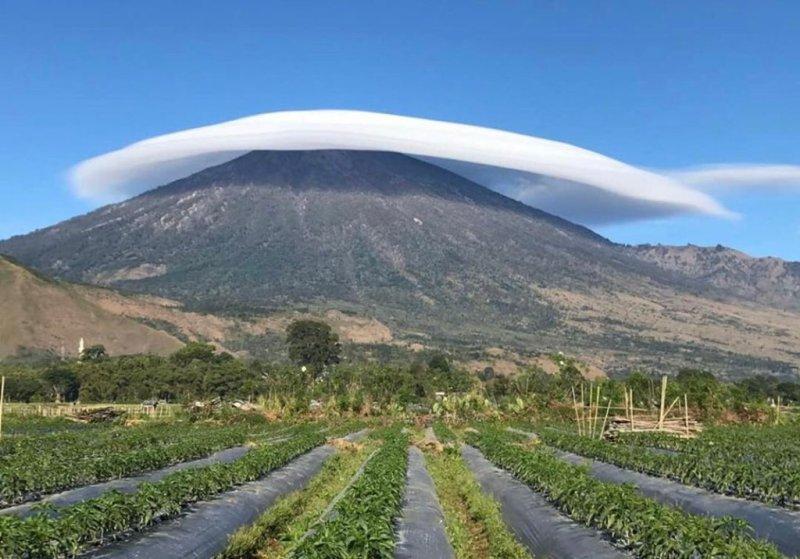 Viral Foto Gunung Rinjani Bersorban Putih, Indah Banget! : Okezone Travel