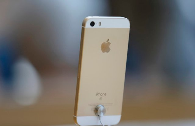The iPhone SE 2 might have wireless charging capability and a headphone jack:...