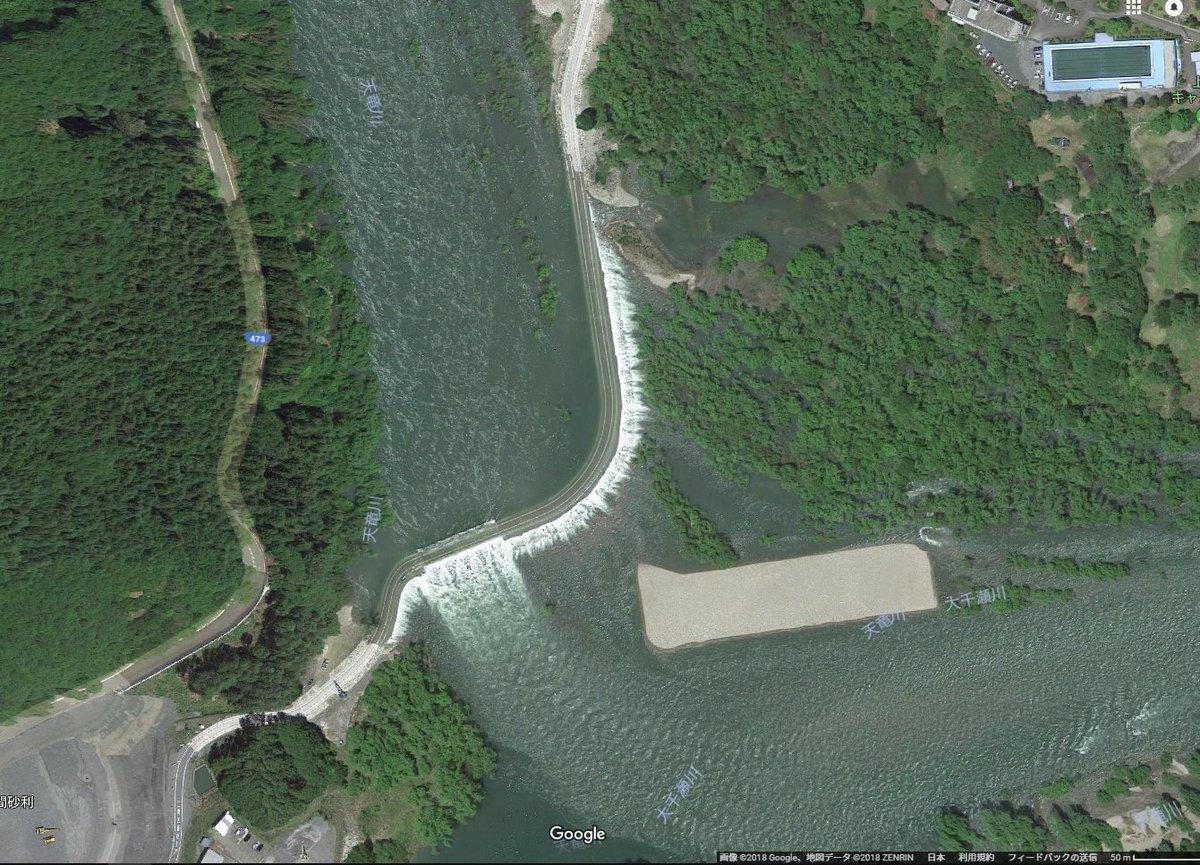 test ツイッターメディア - 天竜川のコレ何かと思ったら、橋が落っこって仮設で沈下橋使ってるのか 丁度衛星写真撮影時は沈下してたんやな 新橋完成する前に見に行きたいなぁ https://t.co/8C0HjNhVK2