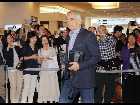 test ツイッターメディア - サッカー日本代表の監督を成績不振などの理由で解任されたバヒド・ハリルホジッチ氏(65)が21日、羽田空港に再来日し、記者の問いかけに涙を浮かべて「私を追いやって… https://t.co/f9W763OD9F https://t.co/J0rjQNmeac