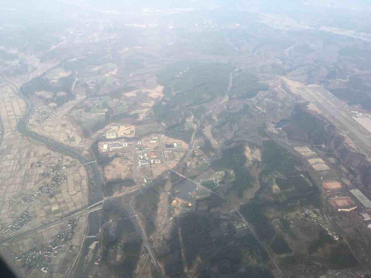 test ツイッターメディア - https://t.co/ecsqHXByjG  ここの四枚目、こっちに差し替え。 中央からやや左下のY字構造物が秋田道と日本海東北道の河辺JCTでした。 右端の滑走路の一部見えているのが秋田空港。  #ソラマニ_マドカラ https://t.co/0lXyVZmjaq