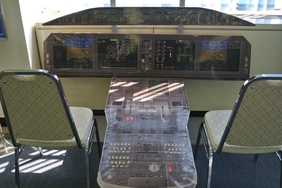 test ツイッターメディア - #コクピット #空港 #秋田  飛行機のコクピット!?  座っているだけでも、空を飛んでる気分に!!  秋田空港ターミナルにて。 https://t.co/1c4grvoWmw
