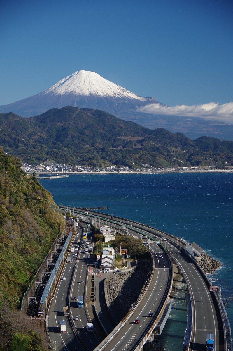 test ツイッターメディア - >RT  Cかなあ。あとせっかく東名高速50年ならもっと道路を強調した写真にしないと富士山もちっちゃくなってるし。 https://t.co/6K3iuJnkeg