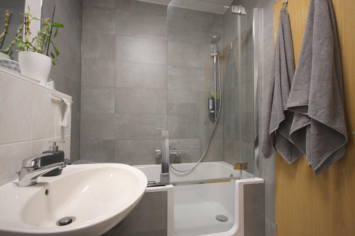 Schlauchbad Mit Dusche Umbau Im Altneubau Schlauchbad Mit Wanne Nachher Dusche Umbauzeit Wochen