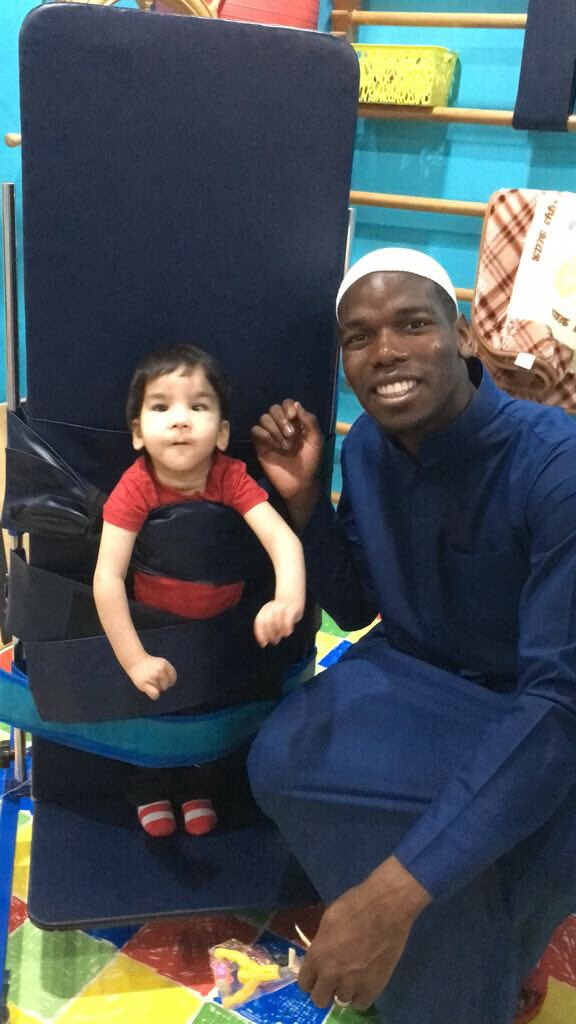 بالصور.. بوجبا في زيارة للأطفال ذوي الاحتياجات الخاصة بالسعودية 27