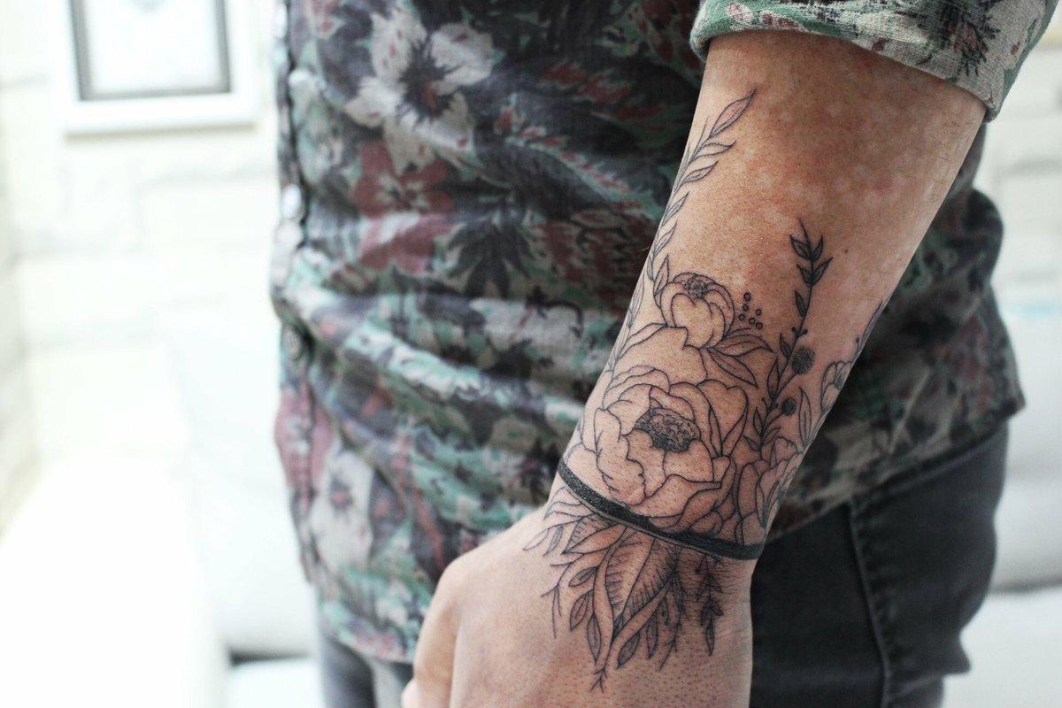Blackwork Japanese Armband Tattoo